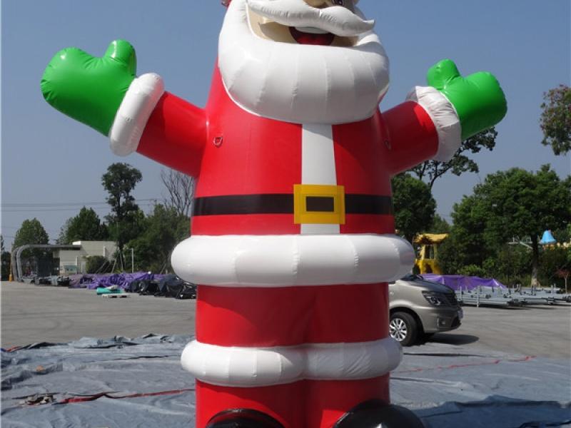 Père Noel géant gonflable