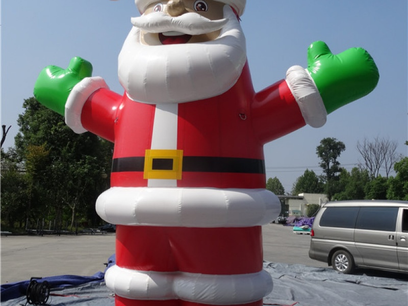 Père Noel géant gonflable - 1